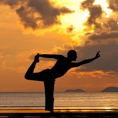 Maestro di Yoga e Cameriere in Gold Coast, Australia