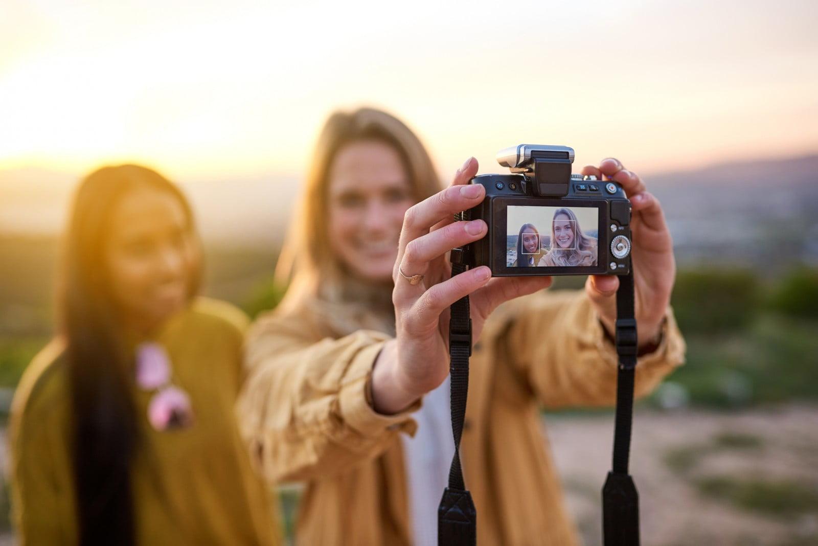 Valigia perfetta per l'Australia: macchina fotografica e chiavetta USB