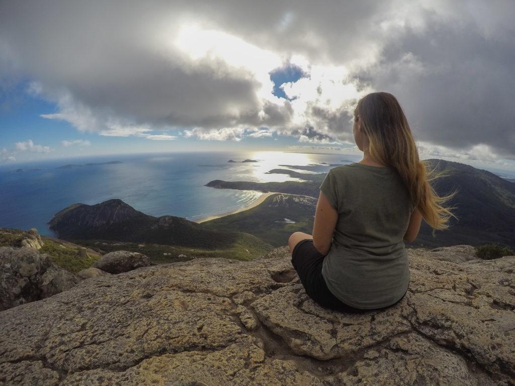 Veronica di fronte ad un meraviglioso paesaggio australiano - Positivitrip